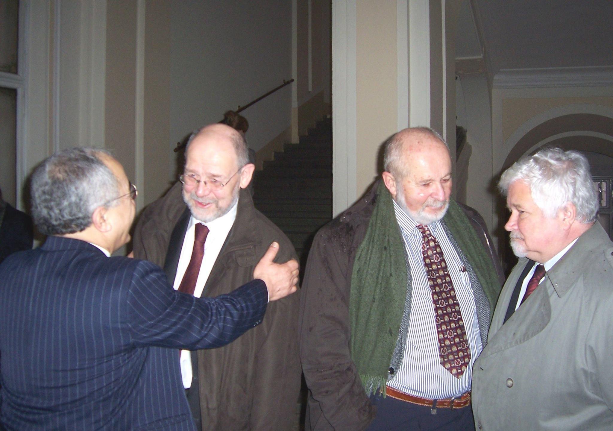 Petr Pithart. František Janouch ,Jaroslav Weis a Yekta Uzunoglu