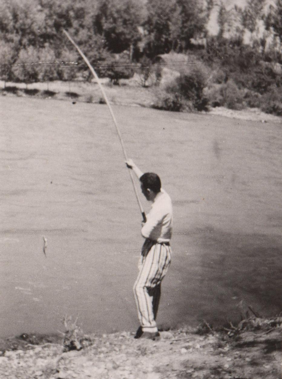 Můj strýc Fahri Dursun při rybaření u řeky Muzur, 1962