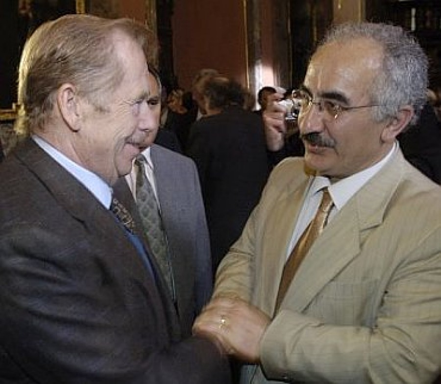 Yekta Uzunoglu with Václav Havel