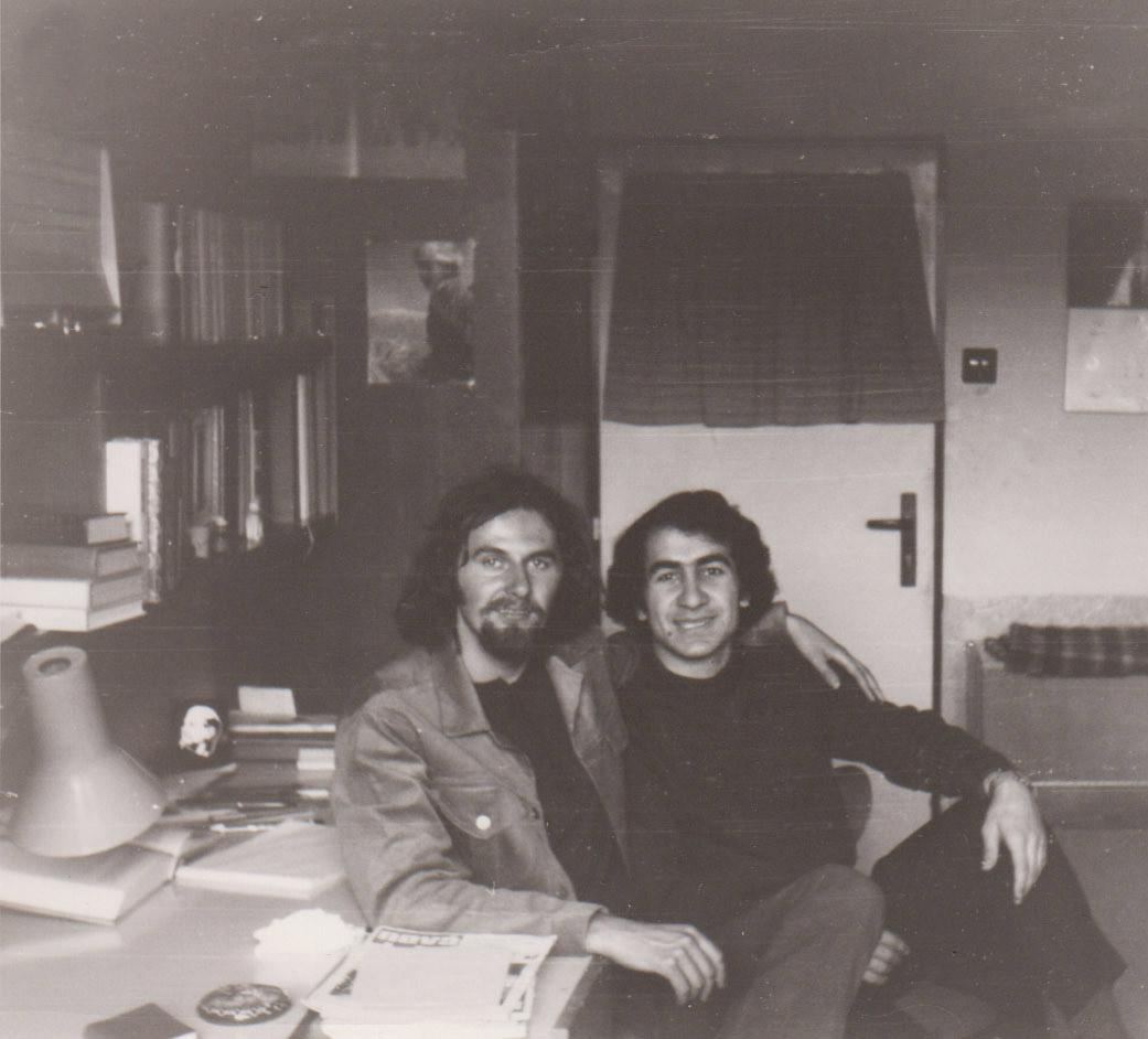 Se svým přítelem filozofem Georgem Flachbartem na studenské koleji v Praze ( 1974)
