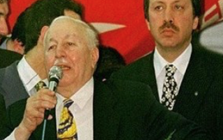Erdogan za svým duchovním otcem N.Erbakanem