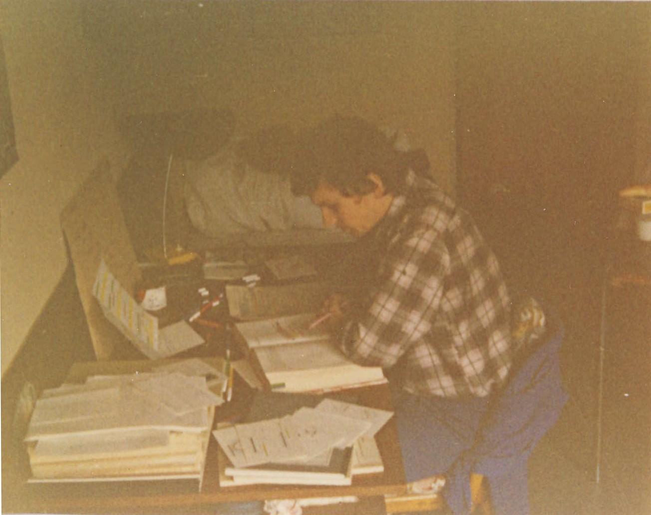 Můj spolubydlicí a přitel prof,Dr,Pavel Martásek se společném pokoji při učení,1976